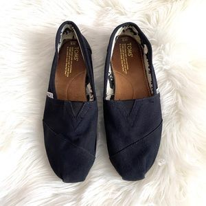 TOMS // Classic Black Canvas Sip-ons